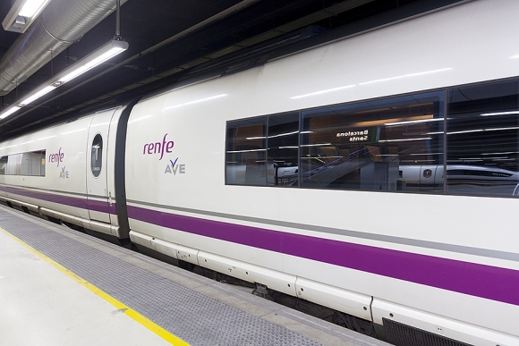 Disfruta este verano del ocio de Valencia viajando en trenes Ave