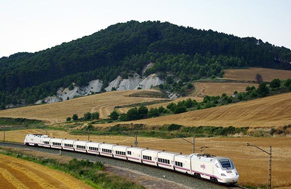 El Ave lleva un 10% de aumento de viajeros respecto al 2014
