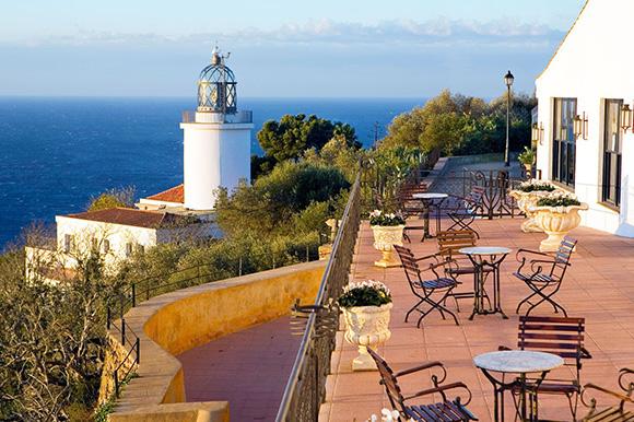 Disfruta de estos increíbles faros viajando barato en AVE a Girona