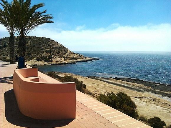 Consigue los billetes de AVE a Alicante al mejor precio y te además te contamos qué hacer en Alicante estos días