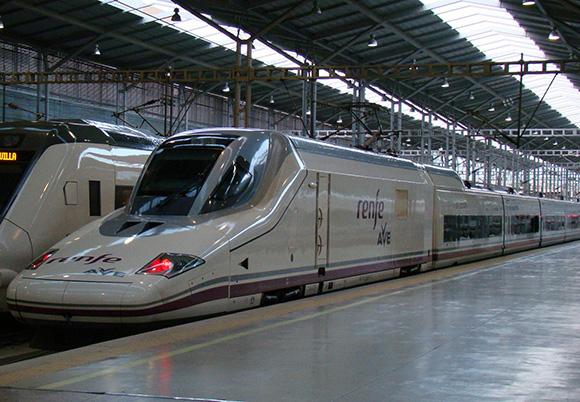 El AVE gana al avión en los viajes a Madrid