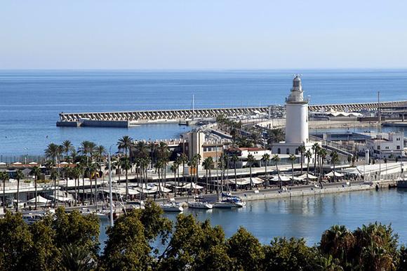 Viaja con trenes AVE a Málaga, un destino ideal lo mires por donde lo mires