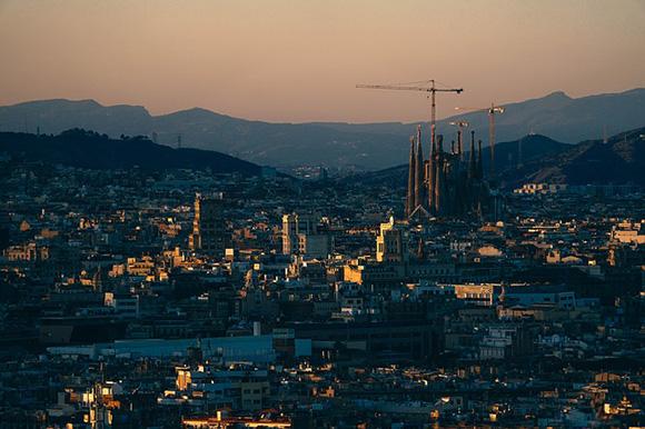 Viaja con trenes AVE a Barcelona, una de las ciudades más atractivas de Europa