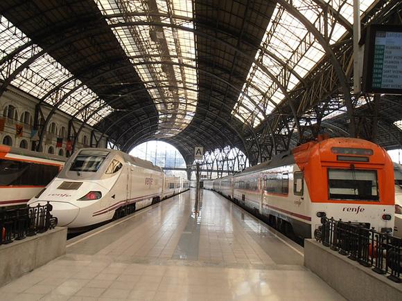 La venta de billetes integrados para los trenes AVE con origen o destino Sevilla aumentó durante el pasado año 2016