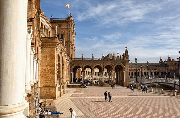 Visita Sevilla este mes de abril 2018 en trenes AVE baratos