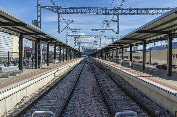 Los usuarios de trenes y AVE aumentaron un 13'4% en abril 2018