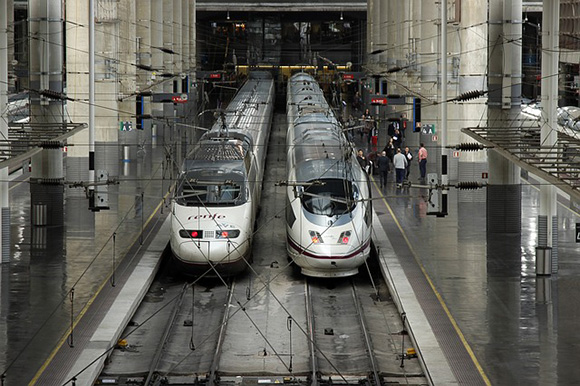 Reforzados trenes y AVE de Castilla y León en verano 2018