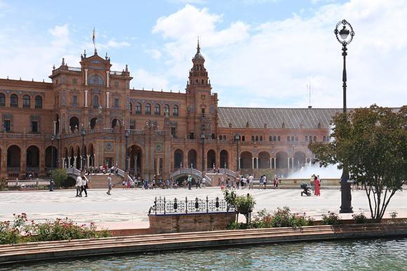 Viaja a Sevilla en trenes AVE baratos en agosto 2018